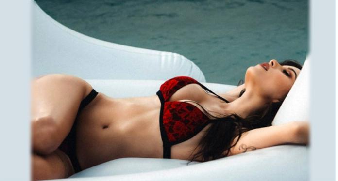 Melanie Pavola es la nueva bomba sexy