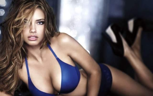 La guapa y sexy Adriana Lima