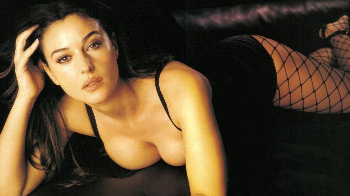 Monica Bellucci la mujer que no puede pasar desapercibida