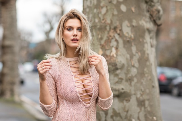 Ashley James, una hermosa rubia
