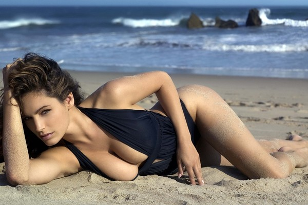 Kelly Brook, sensualmente bellisima