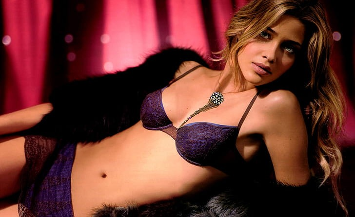Ana Beatriz Barros, espectacular y seductora