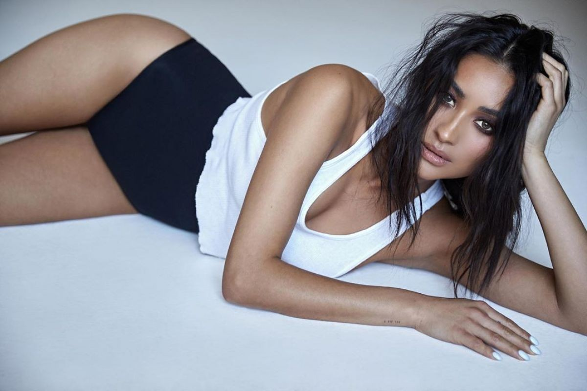 Shay Mitchell, mujer que bota fuego